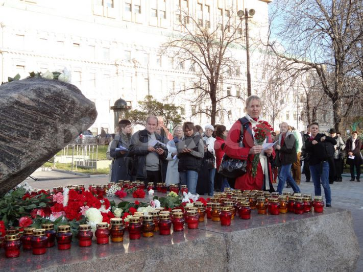 1383112926-tribute-to-victims-of-gulag-in-moscow_3086298
