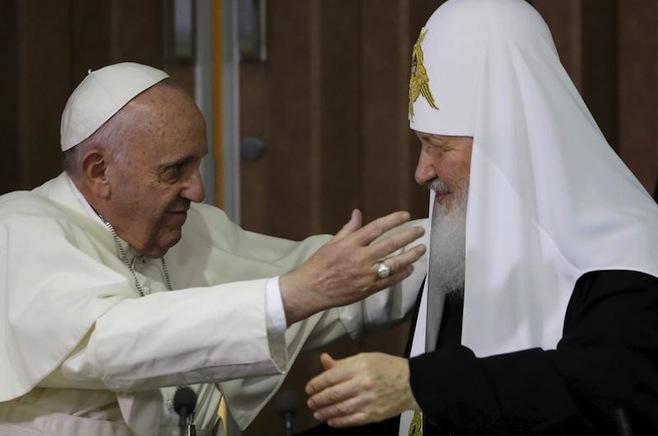 L'abbraccio a Cuba tra Papa Francesco e il patriarca di Mosca Kirill - Gregorio Borgia/Pool