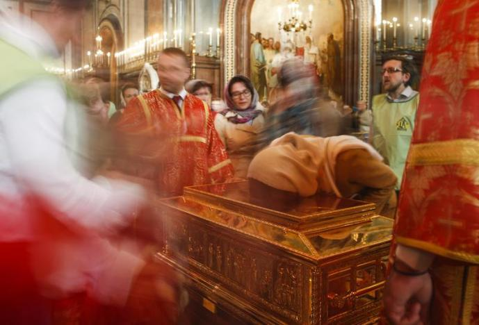 A woman kisses a chest containing the relics of Saint Nicholas at the Christ the Saviour Cathedral, after his remains were sent to Russia on loan from their permanent home in Italy, in Moscow, Russia, May 22, 2017. REUTERS/Maxim Shemetov
