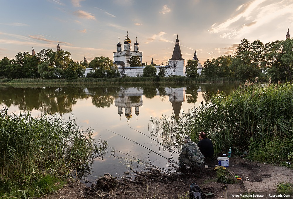 Holy Dormition-St. Joseph of Volokolamsk Monastery, Moscow province Photo: Maxim Zotko. Entire project: «Holy Dormition-St. Joseph of Volokolamsk Monastery» / Russian Roads.