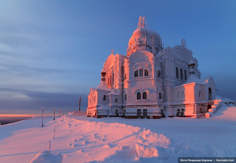 St. Nicholas Monastery, Belgorod Photo: Vladimir Korovin. Entire project: «St. Nicholas Monastery, Belgorod» / Russian Roads.