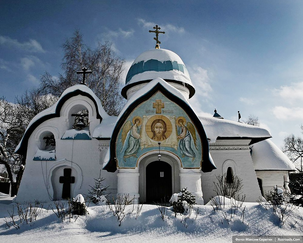 Church of the Nativity of the Mother of God Istra region, Moscow province. Photo: Maxim Seregin. Entire project: «Church of the Nativity of the Mother of God» / Russian Roads.