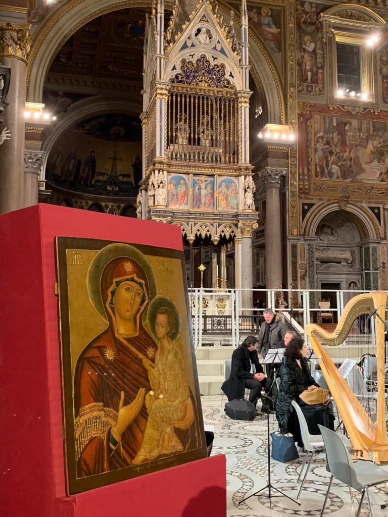 L'icona esposta in San Giovanni in Laterano
