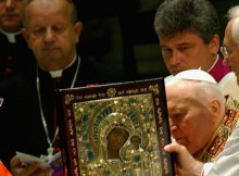 VATICAN - AUGUST 25: Pope John Paul II presides a ceremony at the Vatican to venerate and return the icon of Our Lady of Kazan to the Russian Orthodox Church on August 25, 2004 in Vactican City. By decision of the Pope, the icon is to be given to Patriarch Alexii II and, through him, to the Russian Orthodox Church and all the Russian people on August 28, the day that the Orthodox Church celebrates the Dormition of the Virgin Mary. (Photo by Marco Di Lauro/Getty Images) *** Local Caption *** Pope John Paul II